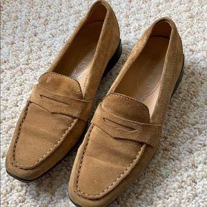 Tod's suede tan shoes